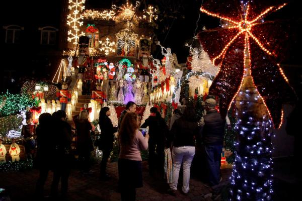 Tony Muia's Christmas Lights and Cannoli Tour